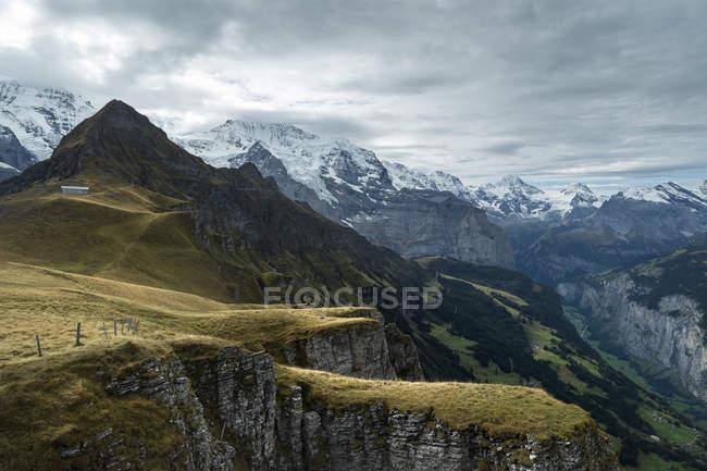 Schweiz, Berner Oberland Blick auf Tschuggen und Lauberhorn — Stockfoto