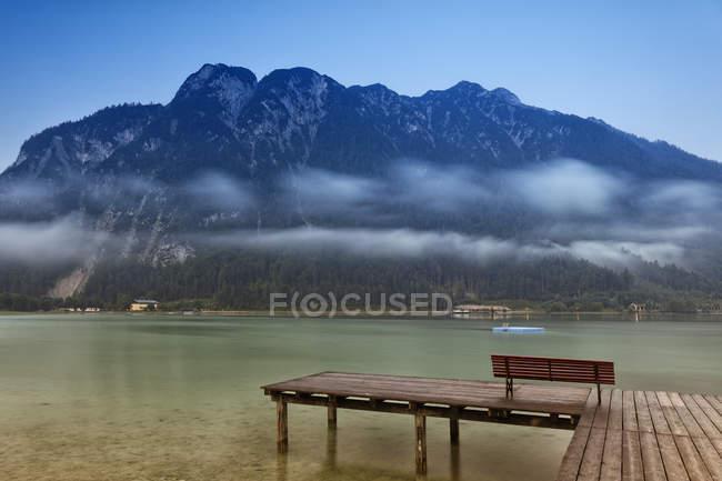 Austria, Tirolo, Achenkirch, pontile a Lago Achensee durante il giorno — Foto stock