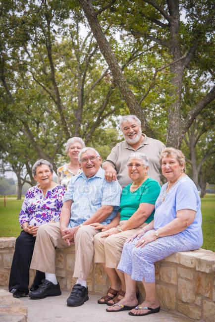 Seniorenporträt beim Seniorentreff — Stockfoto