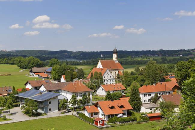 Alemania, Baviera, Pfaffenwinkel, vistas pueblo Kinsau - foto de stock