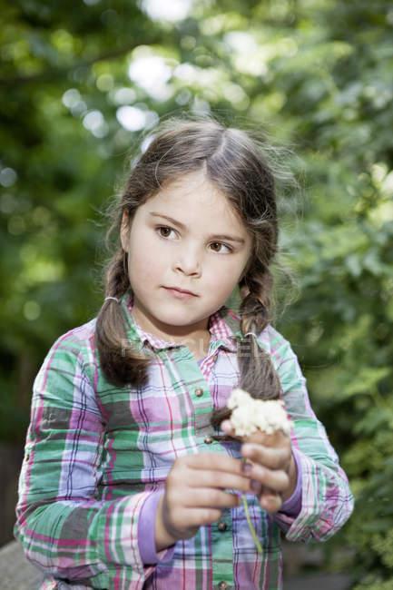 Girl holding flower portrait — Stock Photo