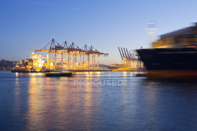 Germany, Hamburg, City harbor by Elbe river with container ships view in motion blur — Stock Photo