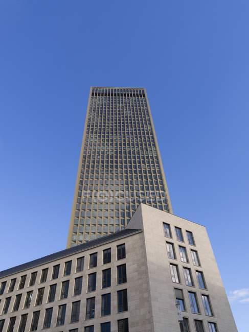 Deutschland, Hessen, Frankfurt, Europaviertel, Anzeigen des Tower 185 — Stockfoto