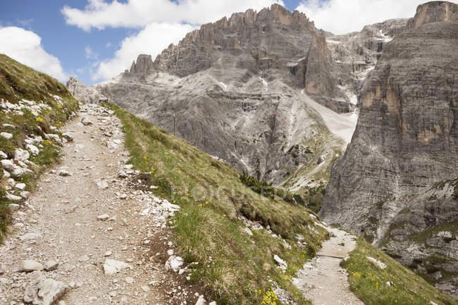 Італія Південний Тіроль Доломітові Альпи, Альта Пустеріа, Mountainscape з треккинга шлях — стокове фото