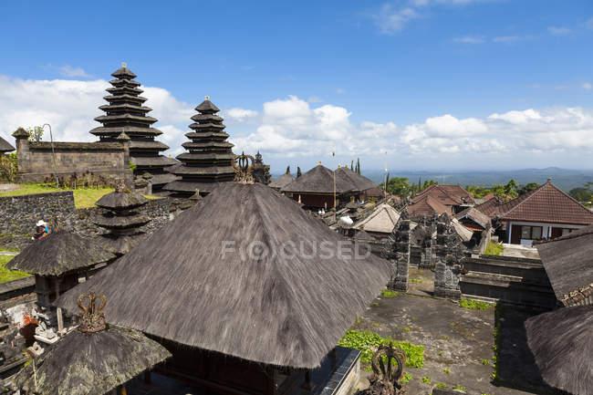 Indonésie, Vue sur le temple Pura Penataran Agung pendant la journée — Photo de stock