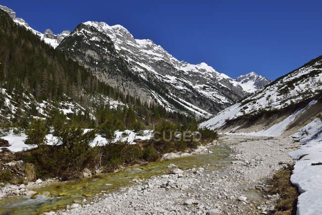 Австрия, Тироль, дорога в горы Карвендель — стоковое фото