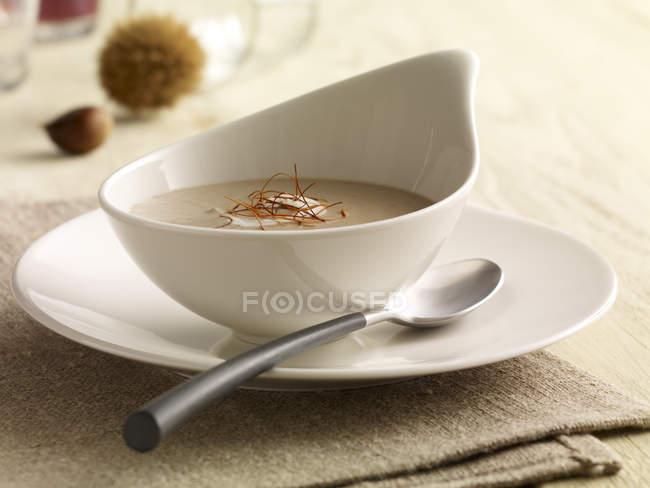 Сладкий Каштан суп в миске — стоковое фото