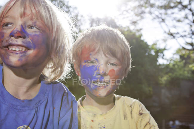 Smiling Boys playing with colouring in playground — Stock Photo