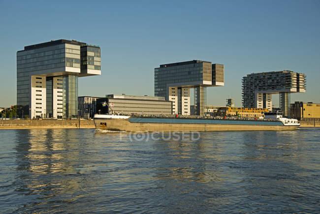 Germany, North Rhine-Westphalia, Cologne, River Rhine and Crane Houses, evening light — Stock Photo