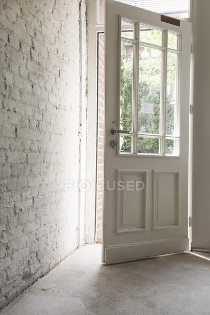 Interior of entry door during daytime — Stock Photo