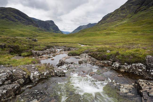 Regno Unito, Scozia, vista del fiume Coe a Argyll — Foto stock