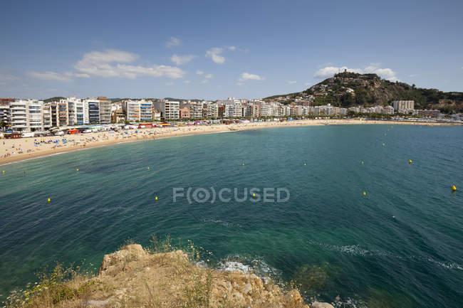 Іспанії, Каталонія, La Selva, Коста-Брава, Бланес, пляж і прибережних будівель — стокове фото