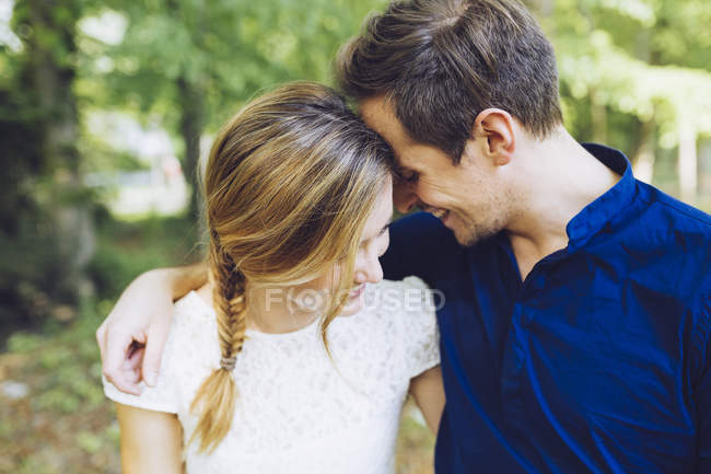 Happy couple in love head to head — Stock Photo