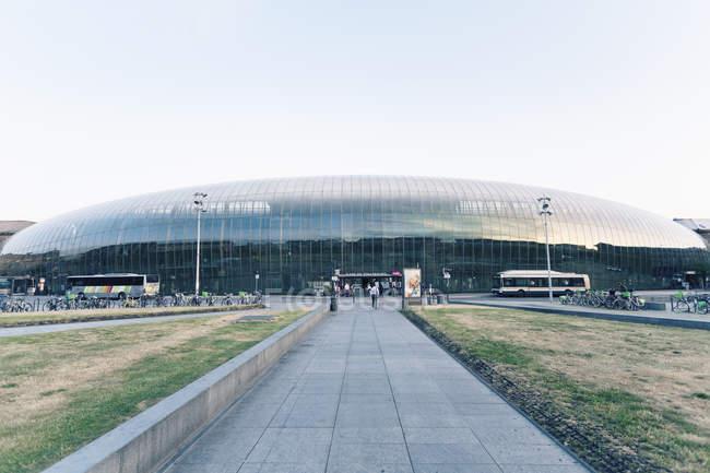 Франция, Эльзас, Страсбург, вид до главного вокзала с новой стеклянный фасад — стоковое фото