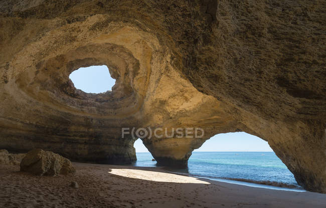 Portugal, Lagoa, Praia de Benagil, rock cave — Fotografia de Stock