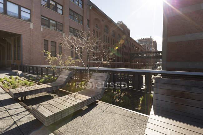 EUA, Nova Iorque, Manhattan, High Line Park, espreguiçadeiras de madeira — Fotografia de Stock