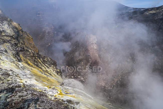 Itália, borda de cratera do Monte Etna, Sicília durante o dia — Fotografia de Stock