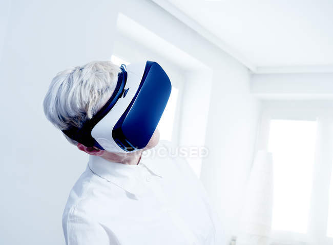 Senior woman wearing Virtual Reality Glasses — Stock Photo
