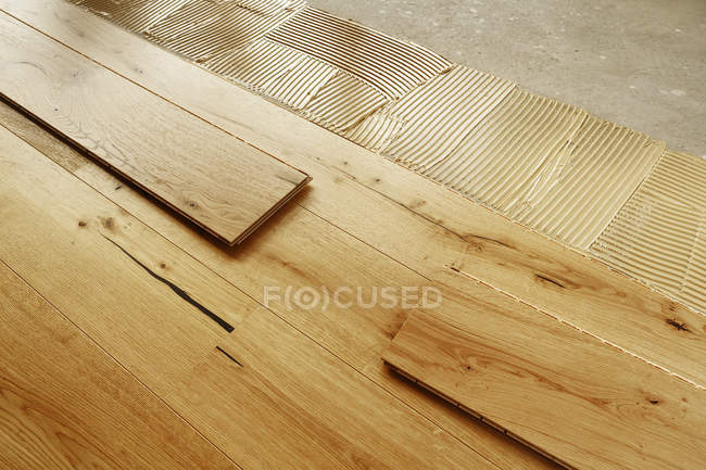 Pose terminé parquet en chêne, gros plan — Photo de stock
