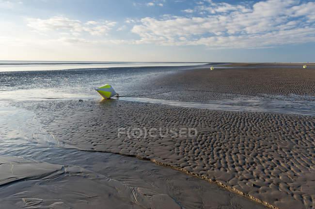 Vue de la plage de Sankt Peter-Ording dans la journée, mer du Nord, Schleswig-Holstein, Allemagne — Photo de stock