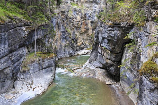 Канада, Альберти, Скелясті гори, Національний парк Джаспер, переглянути Maligne Каньйон і Maligne річка — стокове фото