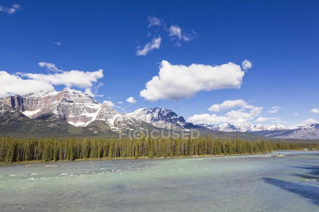 Канада, Альберти, Національний парк Джаспер, Banff Національний парк, Icefields Parkway, Атабаска річка — стокове фото
