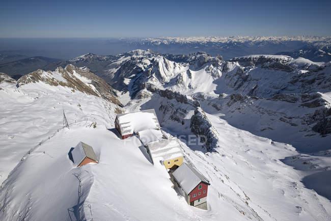 Швейцарії, в кантоні Аппенцелль комуна гора заїжджі двори на Saentis, у фоновому режимі Аппенцелль Альп — стокове фото