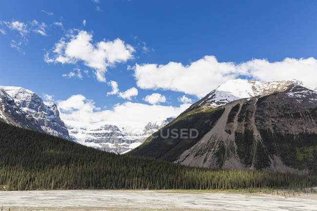 Canada, Alberta, Rocky Mountains,  Canadian Rockies, Jasper National Park, Banff National Park, Icefields Parkway, Stutfield Glacier — Stock Photo