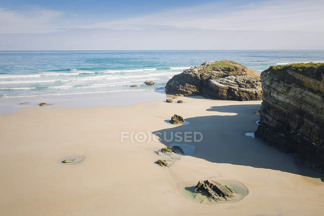 Spain, Ribadeo, Playa de Las Catedrales, Sunny morning at beach during daytime — Stock Photo