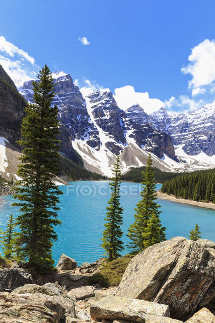Canadá, Alberta, Parque Nacional Banff, Lago Moraine - foto de stock