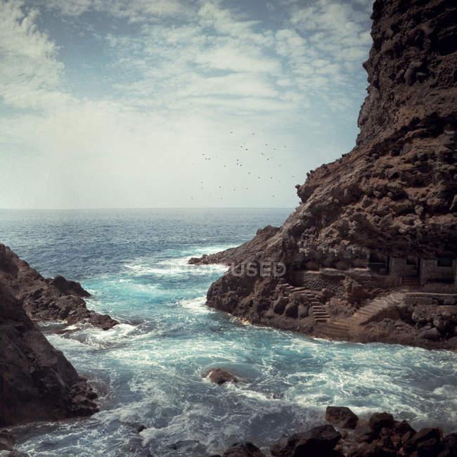 Іспанія, Канарські острови, Ла-Пальма, Poris de Канделаріі, узбережжя і ciff на березі — стокове фото