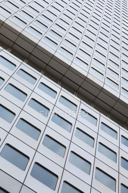 Перегляд частиною фасаду срібло башта у Франкфурті, Німеччина — стокове фото