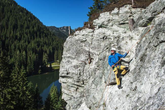 Австрія, Зальцбург Держава, Альтенмаркт-Заученсі, людина на віа феррата — стокове фото