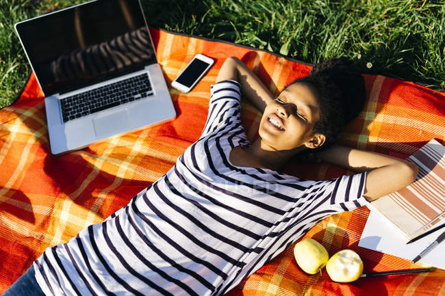Woman relaxing on blanket on a meadow — Stock Photo