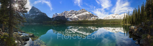 Canada, British Columbia, Yoho Nationalpark, Lake O'Hara and mountains — Stock Photo