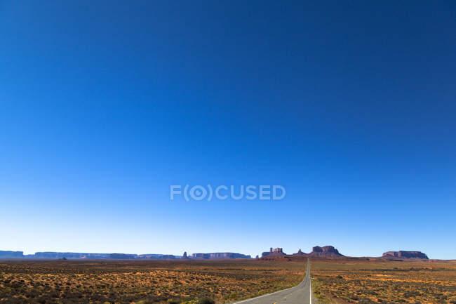 EUA, Utah, Monument Valley e Highway 163 durante o dia — Fotografia de Stock
