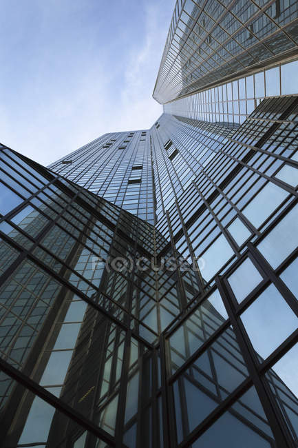 Bottom view of facade of Deutsche Bank skyscraper, Frankfurt, Germany — Stock Photo