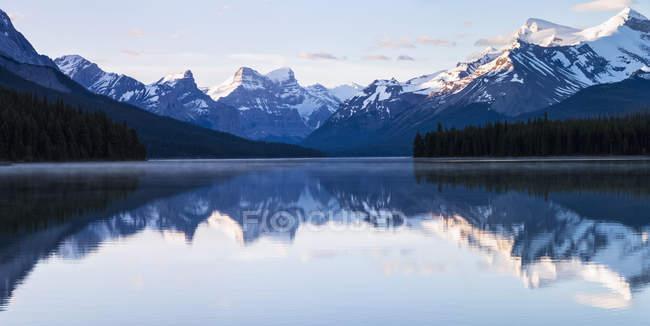Canada, Alberta, Jasper National Park, Maligne Mountain, Maligne Lake — Stock Photo