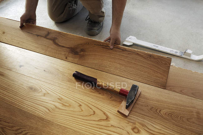 Man laying finished parquet flooring, close-up — Stock Photo