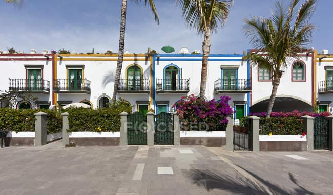 Spanien, Kanarische Inseln, Gran Canaria, Häuser am Puerto de Mogan — Stockfoto