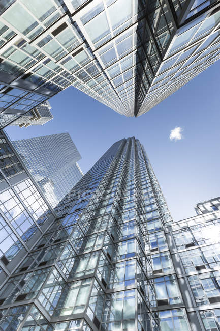 Low angle view of office buildings, USA, New York City, Manhattan, Chelsea — Stock Photo