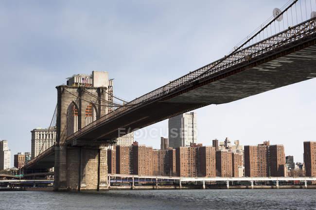 Veduta del ponte di Brooklyn al mattino, Manhattan, New York, USA — Foto stock
