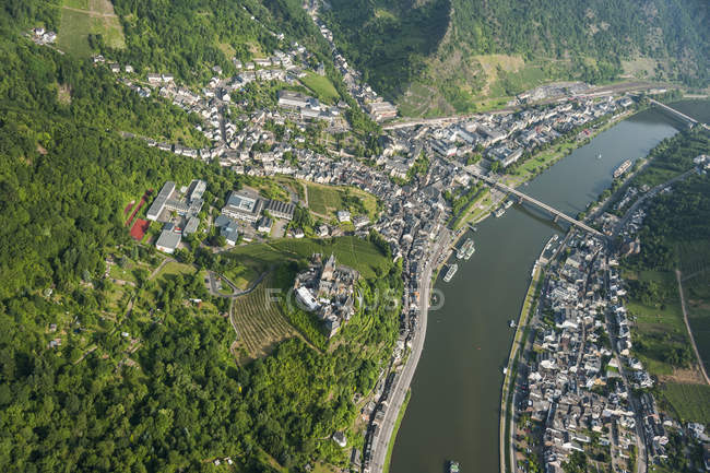 Germany, Rhineland-Palatinate, Cochem, aerial view of Reichsburg with Moselle River — Stock Photo