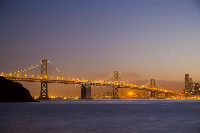 США, затоки міст Сан-Франциско у вечірній світло — стокове фото
