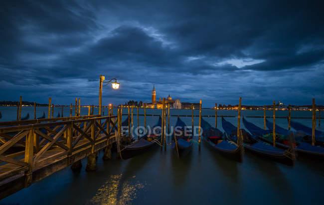 Italy, Venice, Gondolas and church San Giorgio Maggiore view in the night — Stock Photo