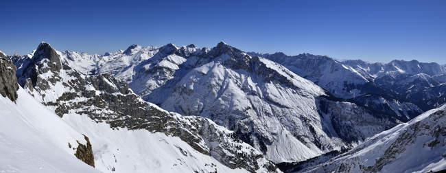 Malerischen Blick auf Karwendelgebirge und bayerischen Alpen, Bayern, Deutschland — Stockfoto
