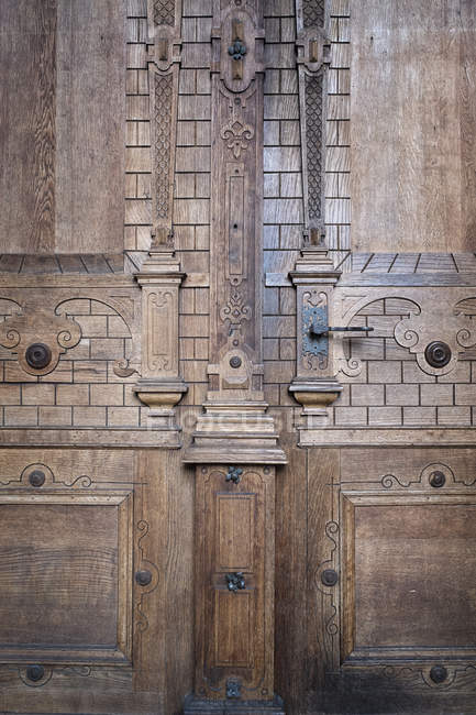 Germany, Baden-Wuerttemberg, Freiburg, Freiburg Minster, part of wooden entrance portal — Stock Photo