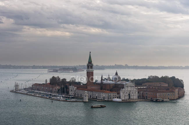 Italie, Venise, Vue Aérienne du Campanile à San Giorgio Maggiore — Photo de stock