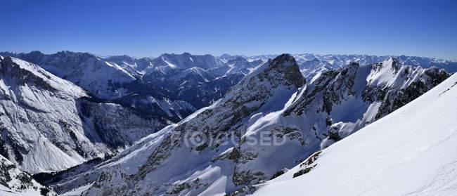 Deutschland, Bayern, Blick auf Karwendelgebirge und Bayerische Alpen — Stockfoto