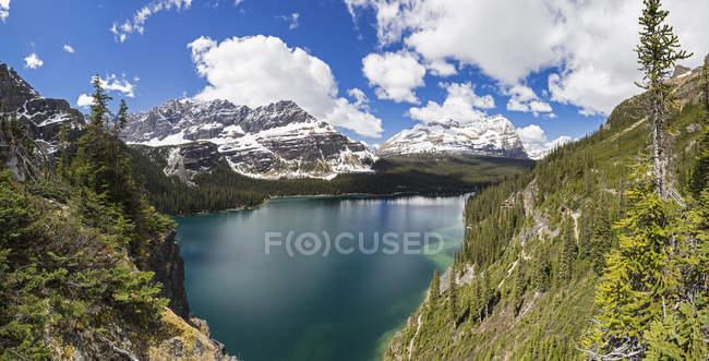 Canadá, Columbia Británica, Yoho Nationalpark, Lago O 'Hara y montañas - foto de stock